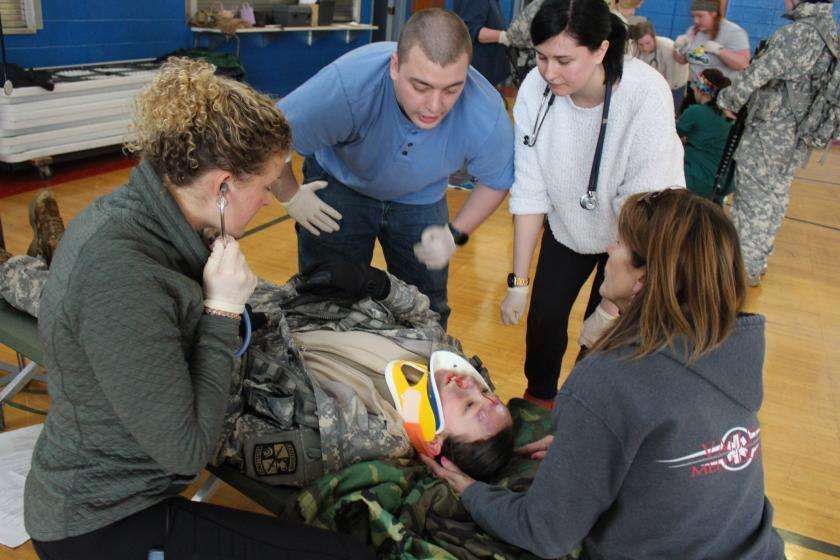 Nursing students respond to patient with a head injury.